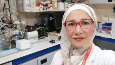 صورة الدكتورة ميس عبسي من الكلية الملكية البريطانية بلندن: رحيل فيروس كورونا في ظرف سنة